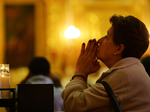 motherpraying.jpg (300×225)